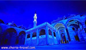 Malam hari di Masjid Raya Sulaimaniah