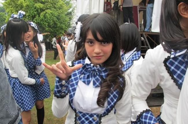 Video Joget Nabilah JKT48 Vs Caesar di Youtube