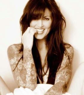 gambar wanita cantik tersenyum