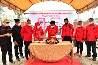 Zahir Dampingi Djarot Letakkan Batu Pertama Pembangunan Kantor DPC PDIP Kabupaten Batu Bara
