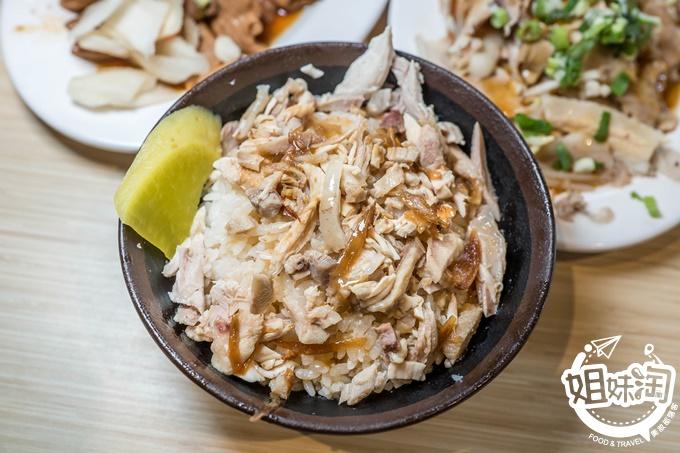 嘉義噴水雞肉飯小雅店,空間寬敞明亮、乾淨舒適,讓美味更加分