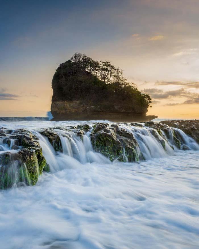 Fasilitas Wisata Pantai Jelangkung Malang Selatan