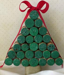 arbol de navidad DIY verde con corchos reciclados