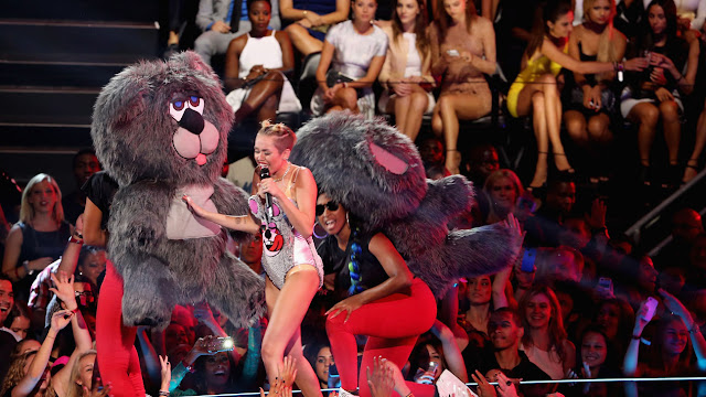 Miley Cyrus Pre-VMA performance: 'I Have So Many F***ing Issues'