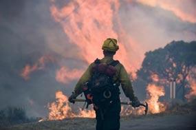 California vive fin de año en fuego