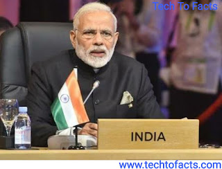 What is the monthly income of Narendra Modi?