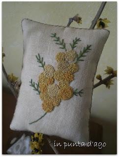 http://silviainpuntadago.blogspot.com/2010/03/la-mimosa-si-fatta-un-bagno-nel-caff.html