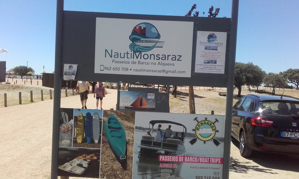 Info á entrada da praia