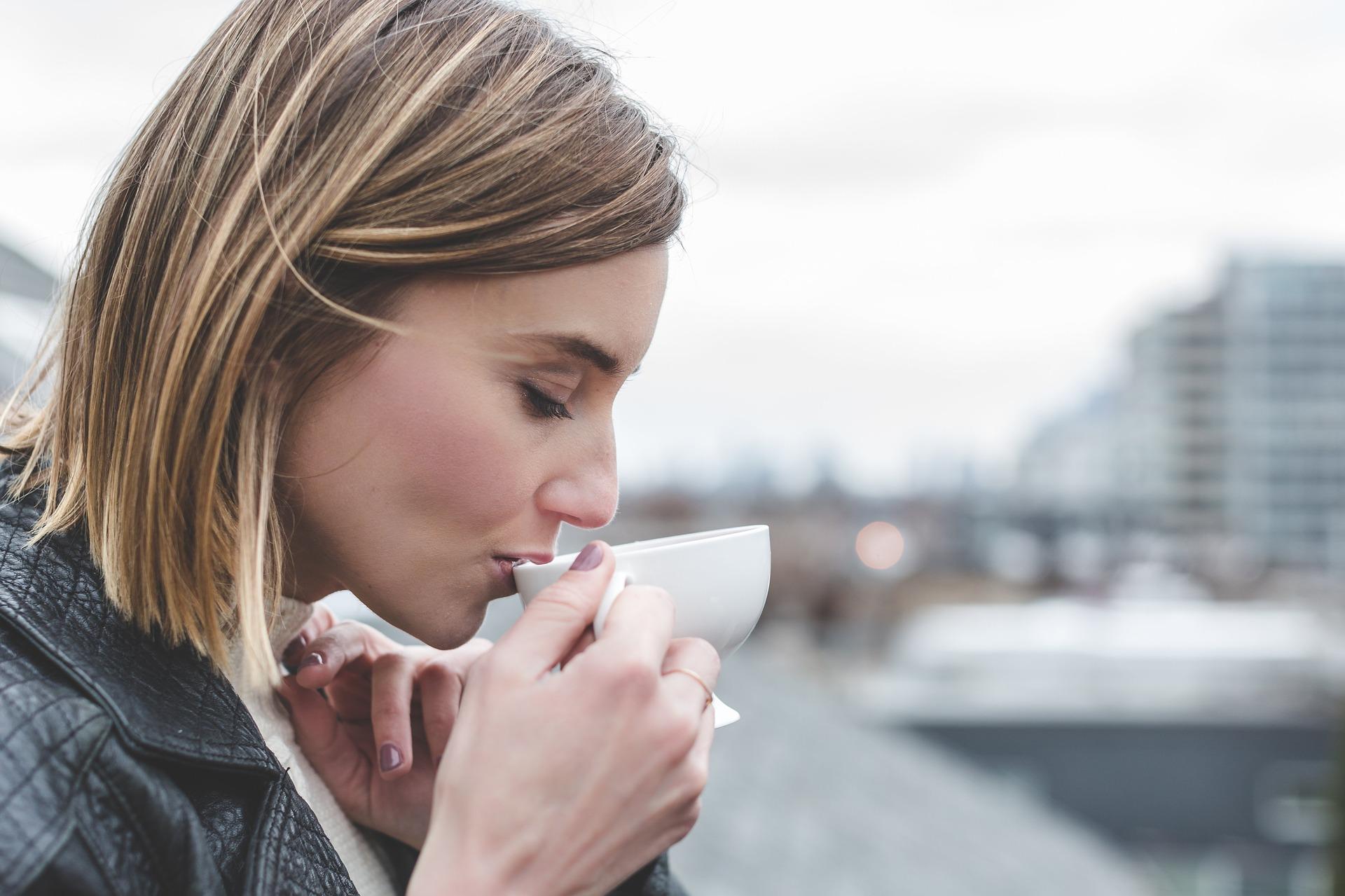 فوائد الشاي بالليمون على الريق