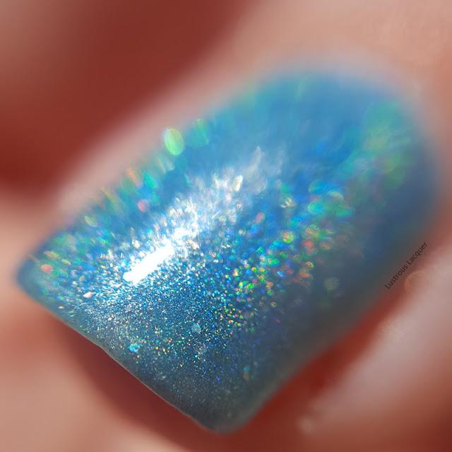 Soft-Turquoise-holographic-nail-polish