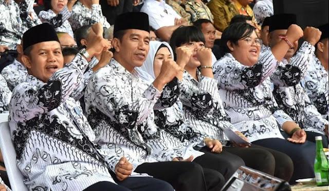 Jokowi Teken PP No. 49 Tahun 2018 Tentang Guru Honorer Jadi PNS