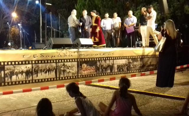 Θεσπρωτία: Μπροστά σε πλήθος κόσμου τιμήθηκε ο τραγουδιστής Μάκης Κιάμος από το Δήμο Ηγουμενίτσας