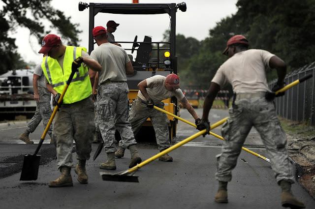 operai-asfalto-macchine-finitrici