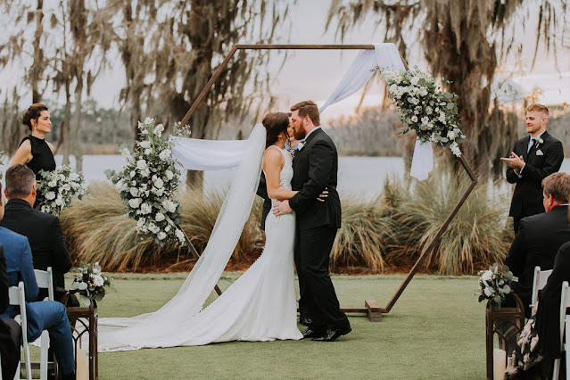 wedding ceremony with hexagon arch at isleworth country club