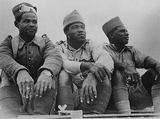 Soldats du bataillon de marche n°2 composés de volontaires de l'Oubangui-Chari