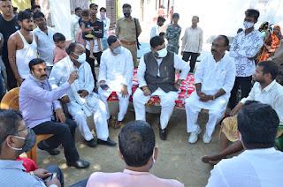 बाराबंकी : जिले के दोनों पीड़ित परिवारों से मिला सपा का  प्रतिनिधि मंडल,दिया मदद का आश्वासन