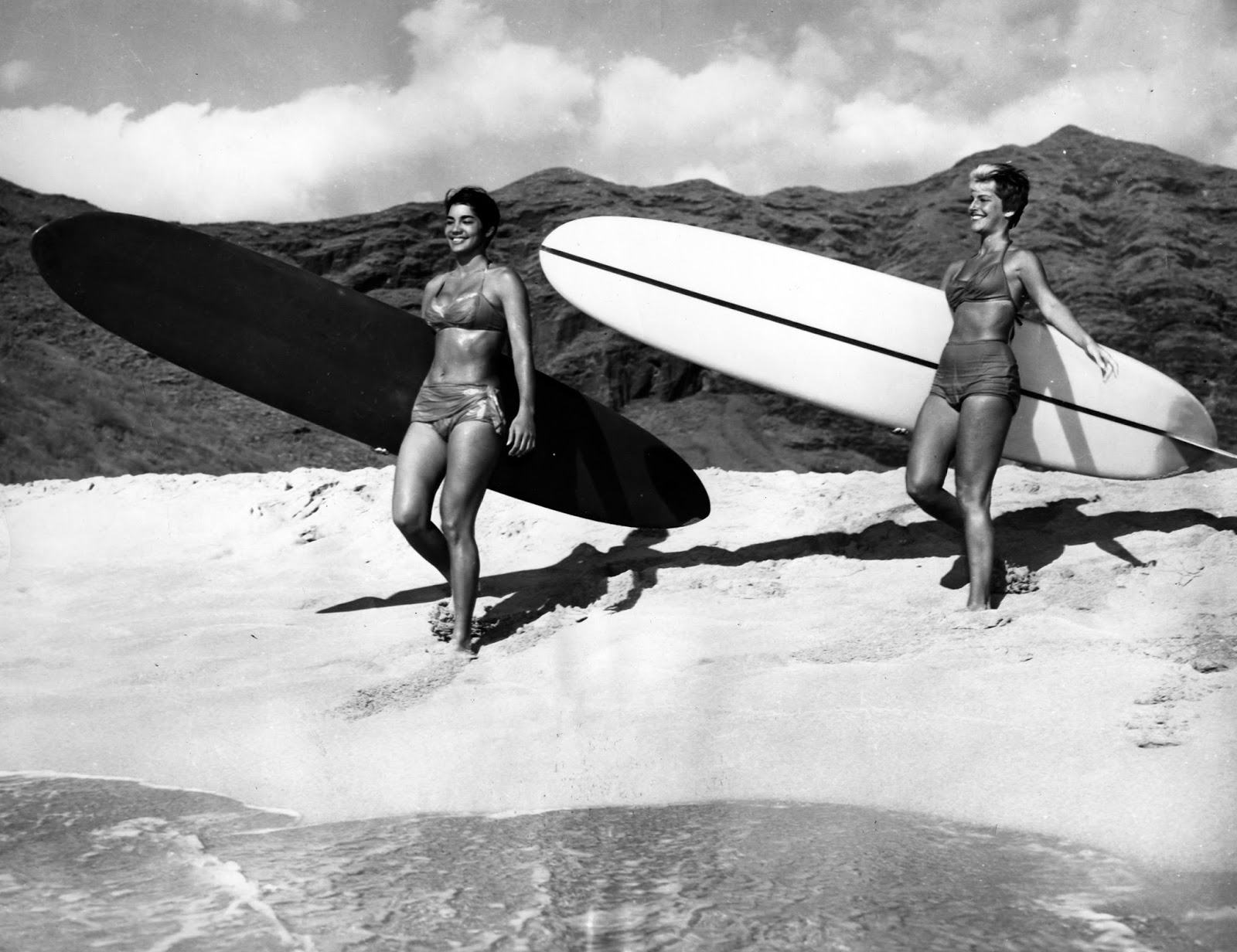 Two Women Carrying Their Surfboards At The Beach 1960 Marka UIG Getty Images