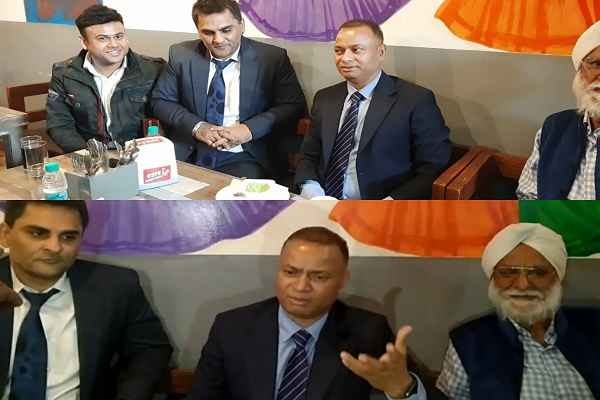 faridabad-cp-op-singh-lunch-in-restaurant-to-boost-business