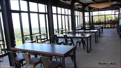 Tempat makan dengan view Kota Bandung