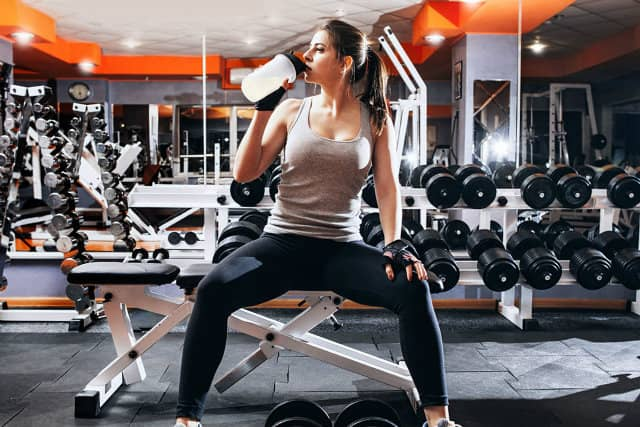 Tập gym nên uống sữa gì ? Có nên uống nước dừa không