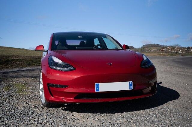 مليون دولار وسيارة Model 3 من تسلا لمن يستطيع إختراق نظام السيارة