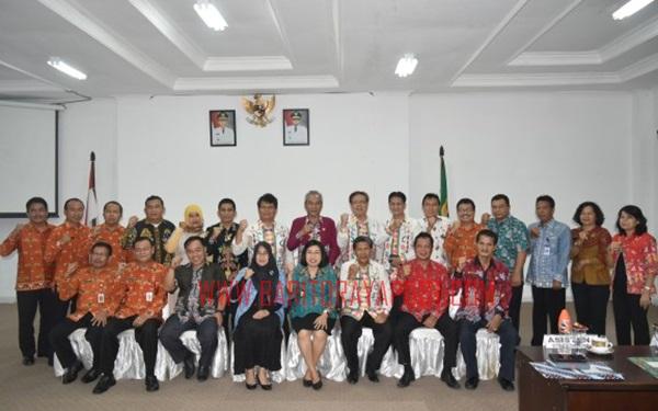 Wakil Bupati Gunung Mas Ir. Efrensia L.P. Umbing sambut kunjungan Komisi A DPRD Provinsi Kalteng ke Gumas