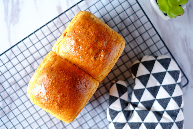 Taiwanese Soft Bread with Raisins