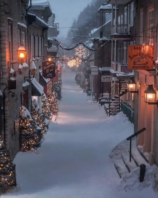 Québec City, Québec, Canada, snowy Christmas scene