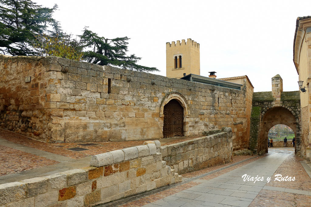 Casa del Cid - Palacio episcopal - Puerta del Obispo