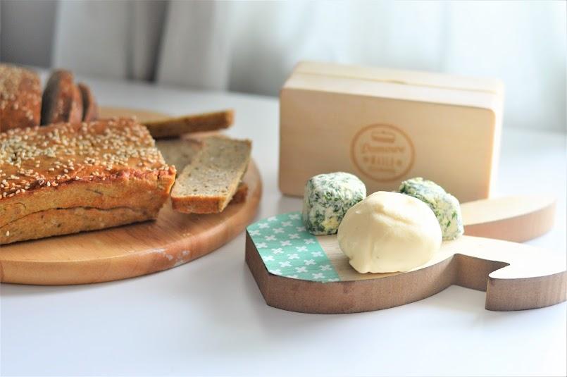 Domowy chleb z domowym masłem! Zrobisz je w kilka minut!