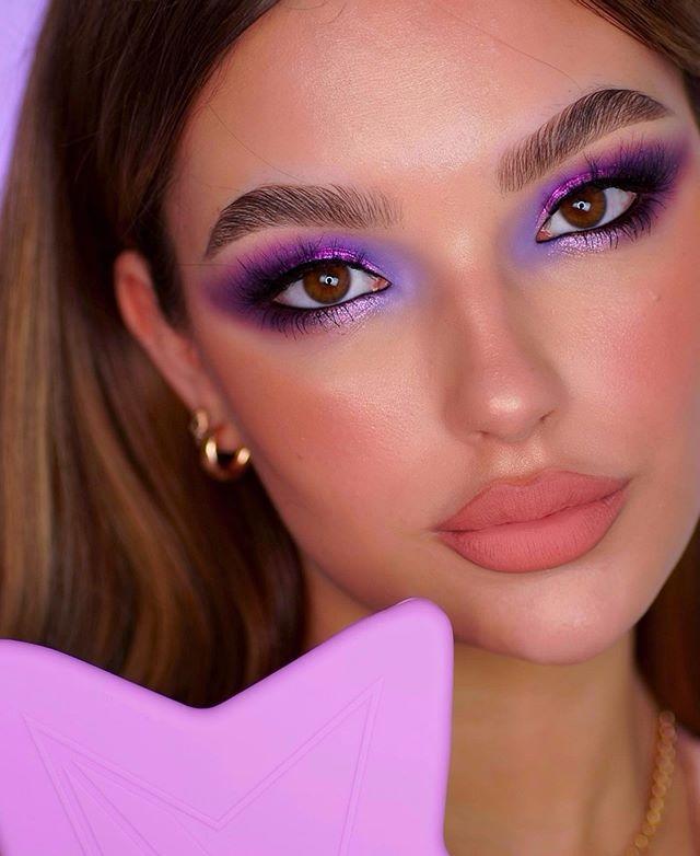 Maquiagem neon sombra lilás rosa