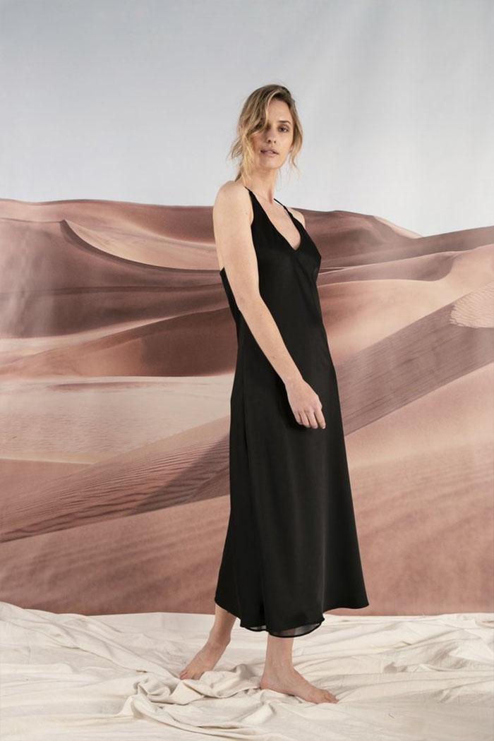 Vestido largo negro verano 2020. Moda ropa de mujer, vestidos de moda 2020.