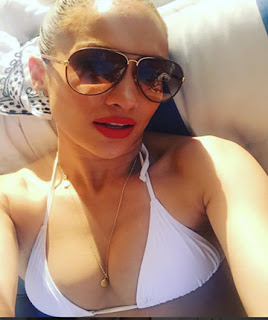 Jennifer Lopez resalta sus atributos