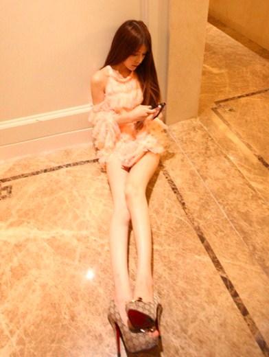 Wanita Mirip Barbie