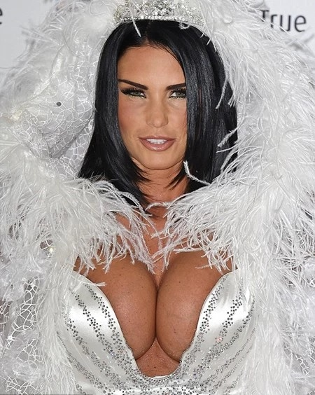 Hot Model, Katie Price Flaunts Huge Bare B00bs in T0pless Instagram Photo Gone Viral