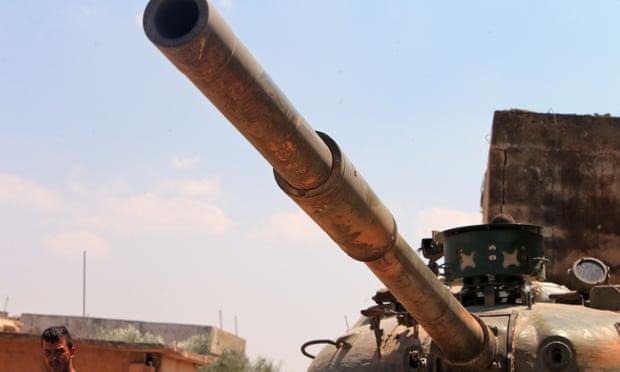 Les rebelles se retirent partiellement dans une ville syrienne clé à mesure que les troupes pro-Assad avancent