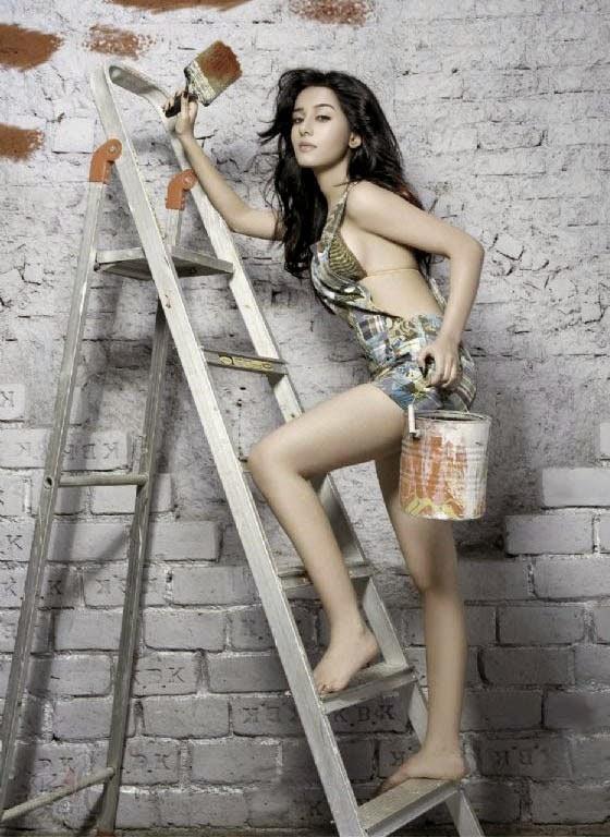 Amrita Rao as Sexy Wall Painter
