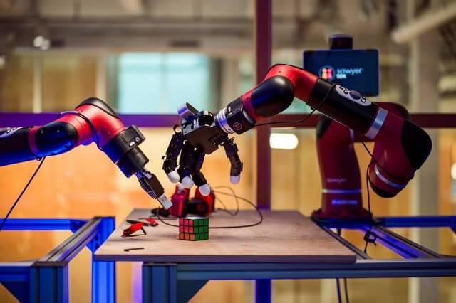فيسبوك تطور روبوتات أكثر ذكاءً