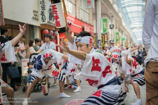 江戸っ子連、粋な男踊りの踊り手による高円寺パル商店街、流し踊り 2