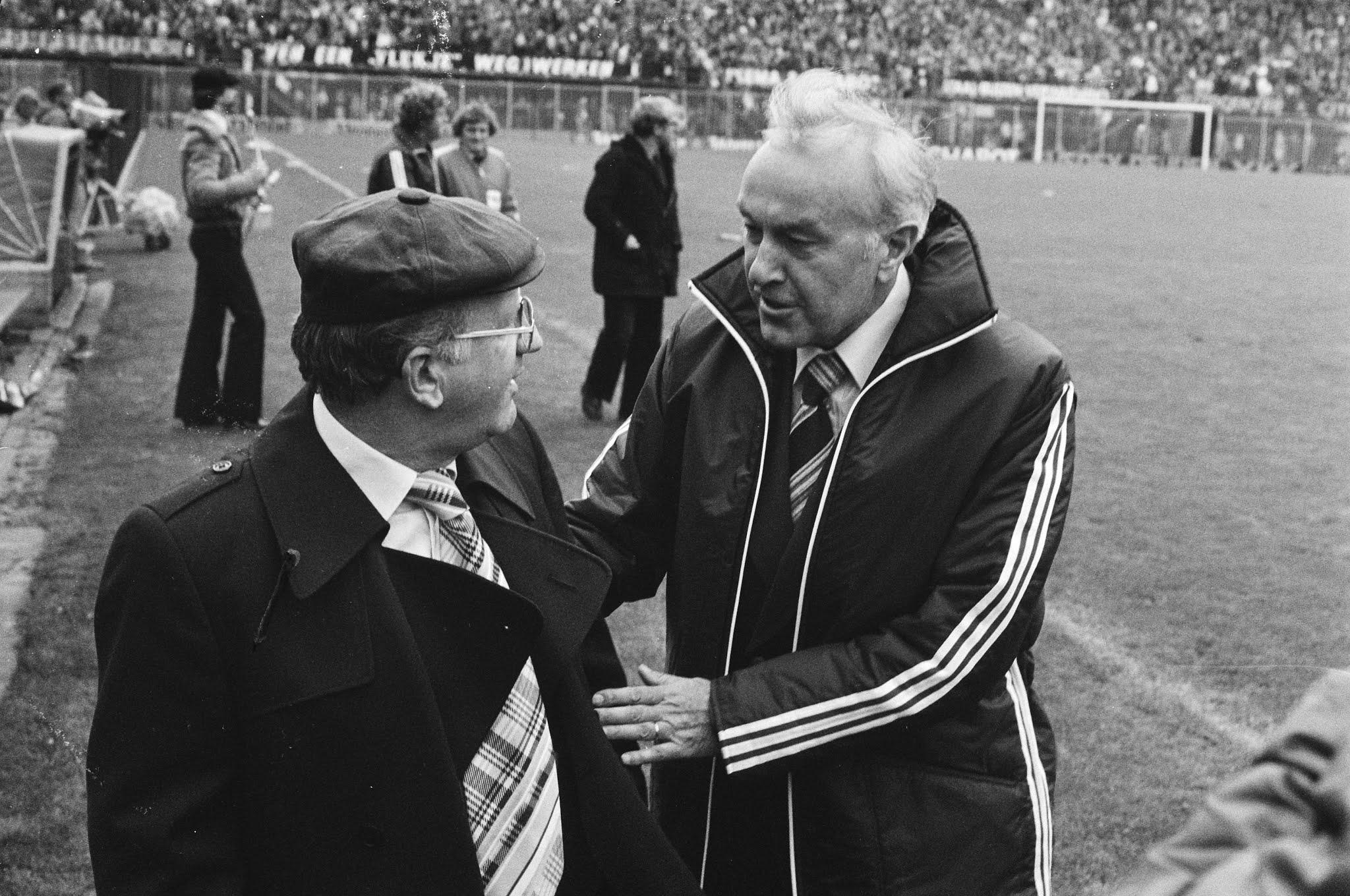 PSV-coach Kees Rijvers en Feyenoord-coach Václav Ježek
