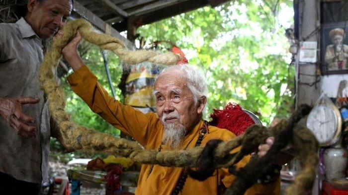 Rambut Pria Ini Sepanjang 5 Meter, karena Tidak Pernah Dipotong Selama 80 Tahun, naviri.org, Naviri Magazine, naviri majalah, naviri