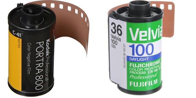 Contoh dua merk film 35mm yang masih diproduksi, yakni film negatif Kodak Portra (kiri) dan film positif Fujifilm Velvia.