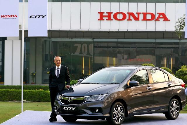 2. Mr. Yoichiro Ueno , President & CEO, HCIL on 7 Lakh Honda City Sales Achievement