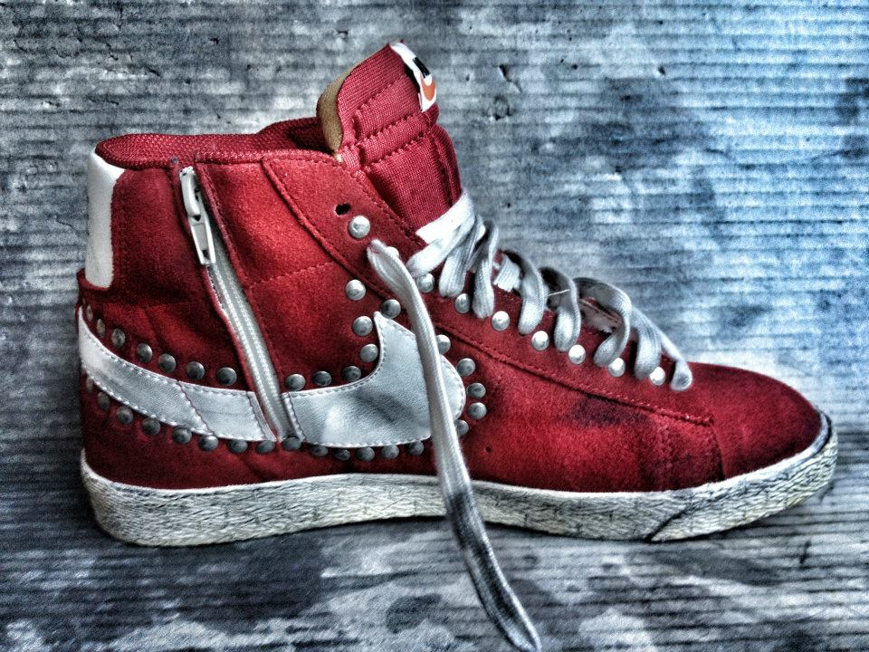her Suffocating Woods  MUFFIN ONLINE: NEW NIKE BLAZER RED