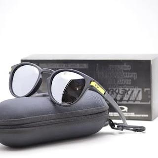 Oakley New - eyeglasses frame