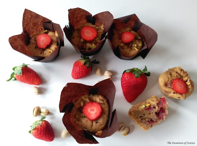 vegan-strawberry-pistachio-muffins, muffins-veganos, muffins-de-fresas-y-pistachos
