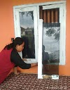 Spesialis Congkel Jendela, Kepergok Pemilik Rumah, Warga: Saya Kaget Ada Wajah Seram Dibalik Gorden!