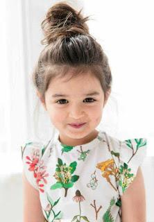 طفلة جميلة بغمازات