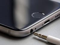 Trik Membersihkan Lubang Jack Audio Smartphone yang Kotor