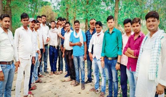 बिहार युवा सहयोग समिति ने प्रणव मुखर्जी के तैल चित्र पर पुष्प अर्पण किया...